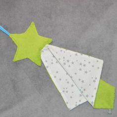 Maxi doudou étoile verte et son carré, tissus coton blanc et gris, attache sucette