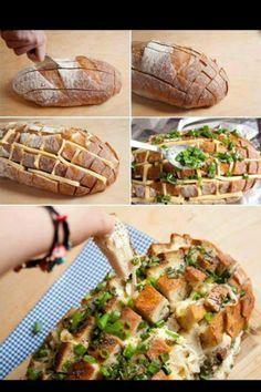 Ihr benötigt folgendes:1 ganzes Bauernbrot, 200g Käse nach Wahl, Gouda, Cheddar oder ect, am Stück und in Scheiben geschnitten,5 Knoblauzehen, gepresst, 5 El Olivenöl, Salz, Pfeffer, Schnittlauch, Petersilie, Frühlingszwiebel... Brot tief einschneiden, nicht ganz durch. Mit Käsescheiben füllen. Knoblauch mit Öl vermischen und das Brot einpinseln. Kräuter drüber streuen. Ev. etwas Salzen oder Pfeffern. Im vorgeheizten Backofen 200 Grad Ober Unterhitze ca. 20 - 25 min backen.
