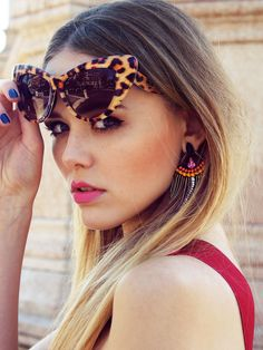 leopard cat-eye shades, bllue nails + pink lips #PetitVourLoves