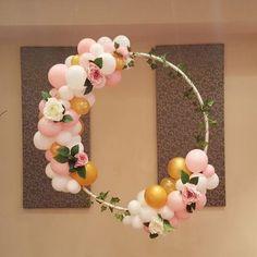 bambolê decorado com flores e balões
