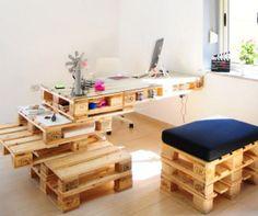 Des bureaux en palettes écologiques et design.