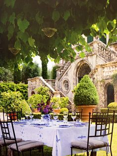 Villa Centinale, Tuscany || This is where I would host my lunch party with all of my favorite authors, singers, and actors.