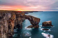 Mirando al mundo con sentimientos: Maravillosos arcos de roca en el mar