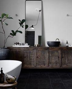 Stunning Cool Tips: Minimalist Home Ideas Natural Light french minimalist decor fireplaces.Vintage Minimalist Bedroom Interior Design minimalist home plans bathroom. Interior Design Minimalist, Minimalist Decor, Minimalist Living, Modern Minimalist, Modern Design, Contemporary Design, Dark Bathrooms, Beautiful Bathrooms, Rustic Bathrooms
