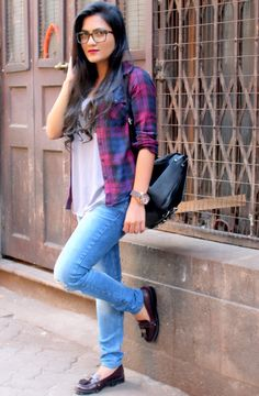 Plaid #plaid #plaidshirt #moccasins #backpack #fallfashion #falltrends #bloggers #fashion #style #styllogue #styling #layering #zara #topshop