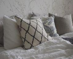 syyskuunkuudes_makuuhuone_hookedonwalls3 All Pictures, Throw Pillows, Home Decor, Toss Pillows, Decoration Home, Cushions, Room Decor, Decorative Pillows, Decor Pillows