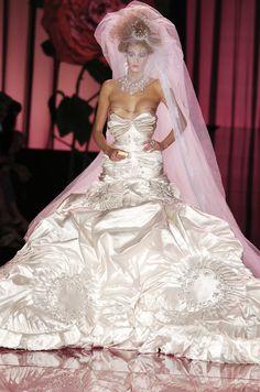 John Galliano for Christian Dior, Haute Couture Fall 2004 John Galliano, Galliano Dior, Dior Couture, Couture Dresses, Couture Fashion, Christian Dior, Dior Fashion, Fashion Week, Worst Wedding Dress