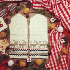 Merry Christmas 🤗🎄🎁😊 • • • #latviesipasaule #latvjuraksti #latvianmittens #knittedmittens #knitmittens #woolgloves #handknitted #votter #vantar #madeinlatvia #latvian #vottestrikk #mittens #christmas #christmasmood #christmaspictures #christmasphotos #christmasgifts #christmaspresents #knitting #stickat #strickning #strikk #handarbeit