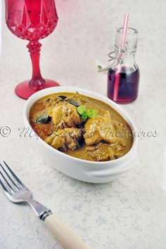 18 fantastic Chicken Curry Recipes from India - Spicy Chicken gravy Mushroom Curry, Mushroom Chicken, Kerala Chicken Curry, Indian Food Recipes, Ethnic Recipes, Chicken Gravy, India Food, Indian Curry, Indian Dishes