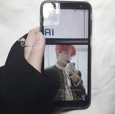 Korean Aesthetic, White Aesthetic, Kpop Phone Cases, Iphone Cases, Iphone App, Korean Phones, Selfies, Aesthetic Phone Case, Kpop Merch
