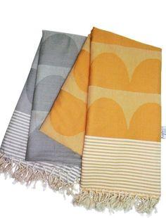 Tu Es La Vague Orange Go Undercover Blanket