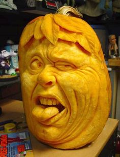 Would you ever guess that he didn't like pumpkin pie?  (just great carving art)