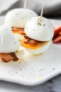 A perfect breakfast meal prep idea where you can prep your 3 ingredients once, and have low carb bacon & eggers all week! Keto Egg Recipe, Egg Recipes, Low Carb Recipes, Cooking Recipes, Diabetic Recipes, Healthy Recipes, Dinner Recipes, Recipies, Low Carb Breakfast