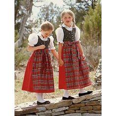 Dirndl sisters!