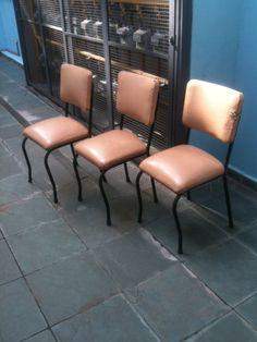 Cadeira anos 60 para Escola São Paulo.