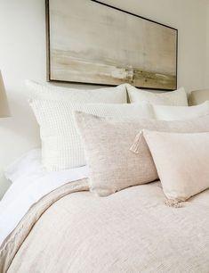 Bedroom Inspo, Home Bedroom, Bedroom Decor, Bedroom Ideas, Bedding Master Bedroom, Wall Decor, Shared Bedrooms, Teen Girl Bedrooms, Apartment Decoration