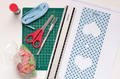 Embalagem Jujuba 1º passo: Recorte toda a volta da caixinha com tesoura ou estilete.