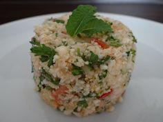 Früher habe ich immer sehr gerne Couscous gegessen, vor allem aber den Salat. Hier habe ich für dich mein Lieblings Couscous Rezept! Du kannst den Couscous entweder als Salat servieren oder aber als eine Beilage. Die Menge reicht übrigens für ca. 4 Personen. Für den Couscous brauchst du: 1 Blumenkohl 3 Tomaten einige Stängel Minze ...