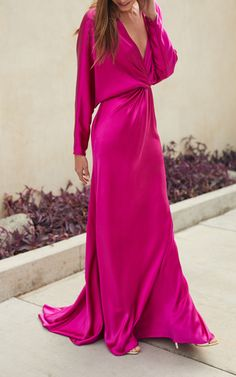Get inspired and discover Monique Lhuillier trunkshow! Shop the latest Monique Lhuillier collection at Moda Operandi. Monique Lhuillier, Look Fashion, Womens Fashion, Fashion Tips, Classy Fashion, Fashion Images, Petite Fashion, French Fashion, 70s Fashion