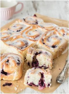 Blueberry Cream Cheese Snails or Blueberry Cheesecake Roll .- Blaubeer-Frischkäse-Schnecken oder Blueberry-Cheesecake-Rolls – Kleines Kulinarium Blueberry Cream Cheese Snails or Blueberry Cheesecake Rolls – Small culinary delights - Lemon Blueberry Cheesecake, Cheesecake Cake, Blueberry Recipes, Cheesecake Recipes, Baking Recipes, Snack Recipes, Dessert Recipes, Cupcake Recipes, Cookies Receta