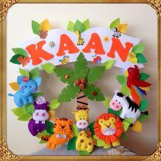 Safari Keçe Bebek Kapı Süsü Bear Felt, Felt Decorations, Felt Crafts, Art Dolls, Folk Art, Banner, Wall Decor, Baby Shower, Wreaths