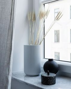 Love to change the objects on our window sills and create different settings --- #nordichome #kristinadam #fermliving #lyngbyvase #solebich #interiorinspo