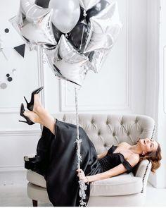 19th Birthday, 30th Birthday Parties, Girl Birthday, Birthday Girl Pictures, Birthday Photos, Birthday Post Instagram, Adult Cake Smash, Birthday Goals, Birthday Ideas