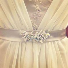 Aplique para vestido de perlas, cristales y hojitas nacaradas