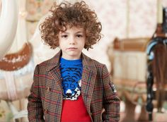 Quirky mash up sweater and tweeds from Gucci for kidswear winter 2017 Toddler Winter Fashion, Fashion Design For Kids, Kids Winter Fashion, Little Kid Fashion, Fall Fashion 2016, Kids Fashion, Autumn Fashion, Kids Studio, Polo Ralph Lauren Kids