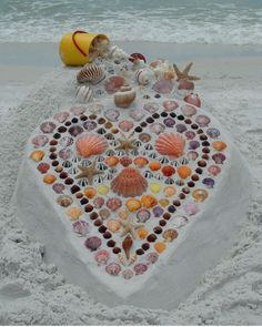 Sand+Shells=a beautiful beach heart! ~~~ A nice detail to do if you get marry at the beach. Heart In Nature, Heart Art, Land Art, No Bad Days, I Love The Beach, Beach Fun, Beach Pics, Beach Stuff, Beach Camping