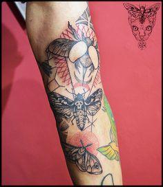#fresh #moth #bugs #sacredgeometry #mothtattoo #bugstattoo #armtattooo #sacredgeometrytattoo #falene #insetti #anitarossi #namastetattoostudio #viabonelli8 #torino #ladytattooers #tattoolife #female_tattoos