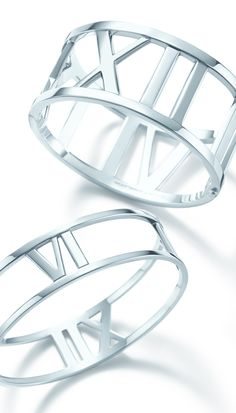 Tiffany OFF! Sleek lines and bold numerals honor a timeless Tiffany motif. Atlas® bangles in sterling silver. Cute Jewelry, Jewelry Box, Silver Jewelry, Jewelry Accessories, Fashion Accessories, Jewellery, Tiffany Jewelry, Tiffany Bracelets, Tiffany And Co
