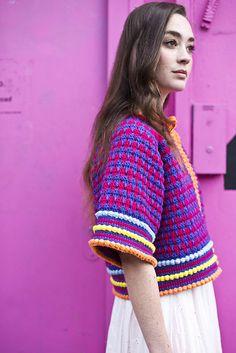 Crochet Shirt Ravelry: Kimono Jacket pattern by Anna Wilkinson - Diy Crochet Sweater, Crochet Coat, Crochet Books, Black Crochet Dress, Crochet Skirts, Crochet Clothes, Crochet Minecraft, Moda Crochet, Ravelry