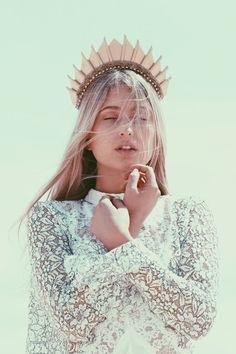 Golden Blade Hand Sewn Crown Headpiece by Loschy Designs image 6 Coachella, Christa Renz, The Grisha Trilogy, Estilo Hippy, Tiaras And Crowns, Bridal Hair Accessories, Head Accessories, Fashion Accessories, Reiss
