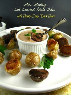 salt crusted potato bites Munch Madness: Salt Crusted Mini Medley Potato Bites with Skinny Come Back Sauce Potato Appetizers, Recipes Appetizers And Snacks, Savory Snacks, Best Appetizers, Vegetable Side Dishes, Vegetable Recipes, Vegetarian Recipes, Cooking Recipes, Antipasto