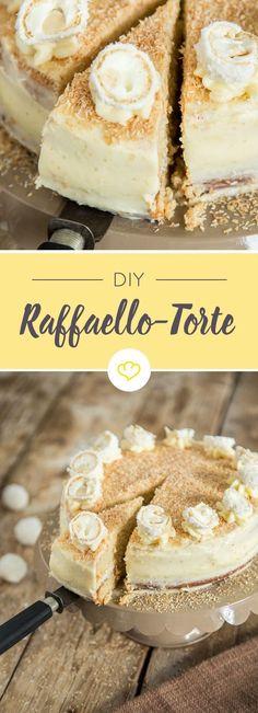 Endless summer auf deiner Kuchengabel: Ein Boden mit Mandelmehl und Kokosmilch, gefüllt mit Kokos-Milchcreme und ummantelt von zarter Kokos-Buttercreme.