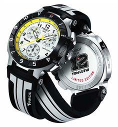 Este reloj de Tissot grita velocidad: el T-Race Thomas Lüthi es una edición limitada, de tan sólo 999 ejemplares, cuyos detalles apelan al mundo de Moto2: marcas de neumático en la correa, los colores negro y blanco del campeón, contadores y velocímetros.