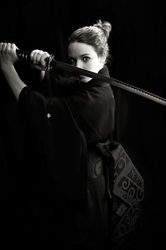 La femme Samurai - a modern fighting Geisha by sibea on DeviantART Female Samurai, Samurai Art, Samurai Warrior, Samurai Swords, Female Ninja, Aikido, Warrior Girl, Warrior Princess, Dark Fantasy
