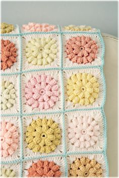 Crochet Granny Square Blankets 21 Cute Crochet Granny Square Projects - everything from throws to pillows to cute little projects! - 21 Cute Crochet Granny Square Projects - everything from throws to pillows to cute little projects! Diy Tricot Crochet, Crochet Motifs, Crochet Squares, Knit Or Crochet, Crochet Granny, Filet Crochet, Crochet Crafts, Yarn Crafts, Crochet Projects