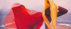 """Trinta e cinco anos nos separamda morte do artista Hélio Oiticica, que faleceu em março de 1980. Fortemente interessado na cultura brasileira que acontecia do lado de fora dos grandes museus, o carioca inovou o diálogo entre corpo e arte. Hélio não excluía dessa relaçãouma fortecontestação ao meio artístico:""""A descoberta […]"""