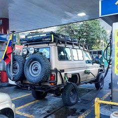 Que tal el doble tanque de gasolina de el japonés del pana @cjtrujillop ⛽⛽ #rustiqueo4x4vzla⚠ #toyota #jeep #dodge #chevrolet #nissan #suzuki #mitsubishi #toyoteros #toyoteros4x4 #jeepers #jeeplife #trd #trdpro #arb #rusticos4x4vzla #rusticosvzla4wd #4x4 #4x4life #lomejordel4x4 #poder4x4 #offroad #offroad4x4vzla #offroadnation #like4like #vzla #venezuela4x4 #hechoenvenezuela