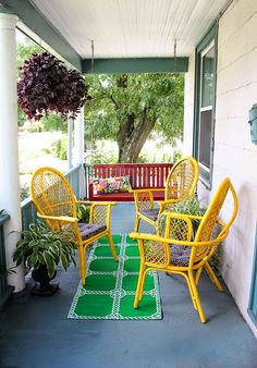 Aunt Peaches kick-ass front porch. So much colour, so much fun. Front Porch Makeover for Under $100