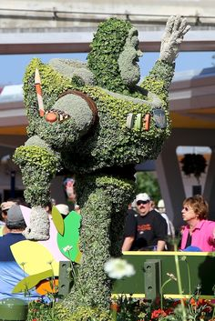 Buzz Lightyear topiary at Epcot Center! Sculpture and garden design, what could be better?