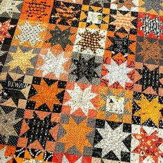Halloween Quilt Patterns, Halloween Quilts, Halloween Fabric, Fall Sewing Projects, Quilting Projects, Quilting Designs, Quilting Ideas, Star Quilts, Scrappy Quilts