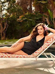 Aruba Tank Suit - Ruby Ribbon Cross Front v-neck. Shape and slim waist and hips Support without under wire Clothing Company, Boutique Clothing, Suits Season, Swim Skirt, Pool Days, Plus Size Swimsuits, Slim Waist, Tankini Top, Comfortable Fashion