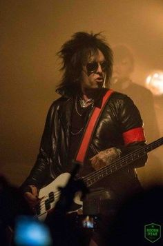 SIXX: A.M. delivered an unforgettable and sensational opening night on their Modern Vintage Tour in San Francisco at the Regency Ballroom.