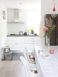 wohnküche gestaltung küchenzeile klein weiss kochfelder abzugshaube