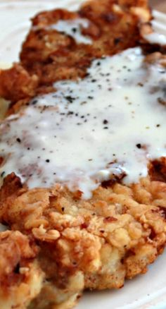 Country Fried Pork with White Gravy. I already have country fried steak on the board but this is with pork and who doesn't love country fried steak. Country Fried Pork Chops, Meat Recipes, Cooking Recipes, Easy Pork Recipes, Comida Boricua, Do It Yourself Food, Pork Ham, Pork Ribs, Comfort Food