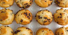 Chocolate Chip Muffin Recipe by Mason Cash Muffin Choco Banane, Muffin Recipes, Breakfast Recipes, Cooking Recipes, Healthy Recipes, Chocolate Chip Muffins, Healthy Muffins, Something Sweet, Biscuits