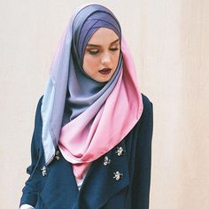 Madison Twilight in Lilac Sky. Dual colour tone hijab that will suits any colour…